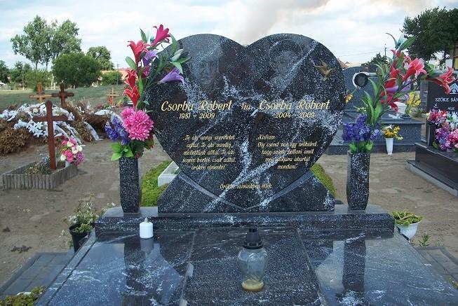 Verseck Das Grab von Robert Csorba und seinem kleinen Sohn in Tatarszentgyörgy